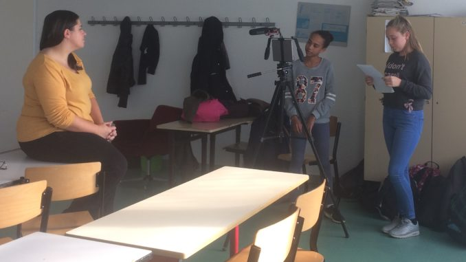 Elodie Le Maou, journaliste de l'AFP se prête au jeu de l'interview (cliché PCA).